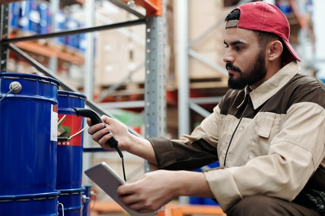 man scanning package logistics IT tech support pexels
